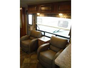 2016 Puma 30RKSS Rear Kitchen Travel Trailer with Slide Stratford Kitchener Area image 9
