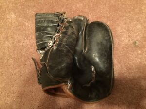 Antique Black Leather 4-Finger baseball glove