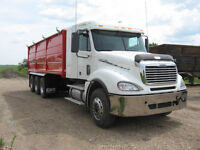 2010 FREIGHTLINER COLUMBIA TRI-DRIVE SILAGE TRUCK AUTOSHIFT