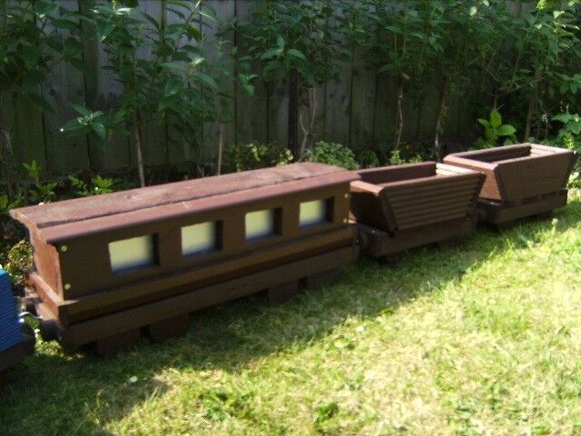 8 Ft long train planter with carridges, collection only, clarendon Wooden Planters Hull on hull stoneware, hull lights, hull brown drip rare pieces, hull plates, hull candle holders, hull flower pots,