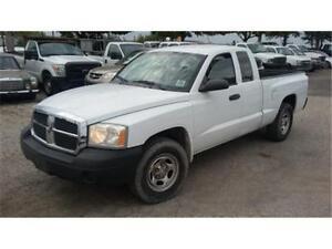 2005 Dodge Dakota, V6 3.7L, 4 Doors/trailer hitch, ONLY 136000km