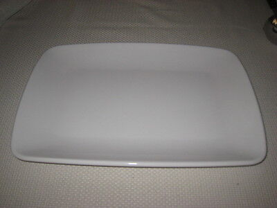 DELTA AIRLINES HEAVY WHITE PLASTIC RECTANGULAR TRAY OR PLATE