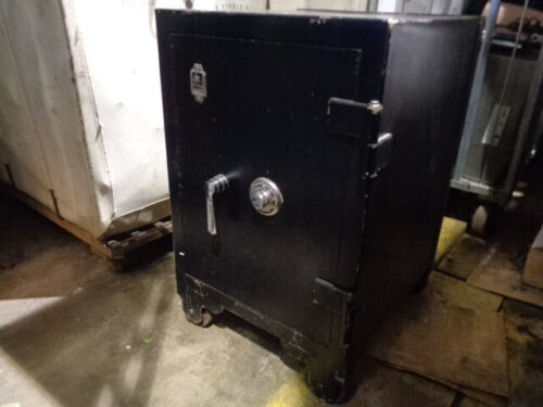 ESTATE* ANTIQUE FLOOR SAFE VICTOR SAFE with COMBO 20x22x31