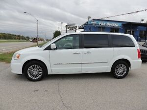 2016 Chrysler Town & Country Touring-L Windsor Region Ontario image 2
