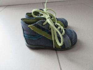 Soulier de marche pour bébé et sandales