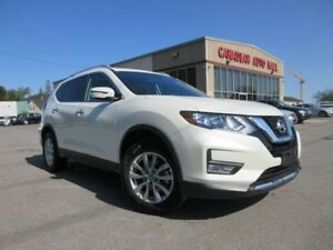 2017 Nissan Rogue SV AWD, ROOF, LOADED, 12K!