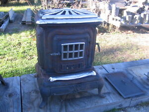 Antique Style Wood Stove  Woodstove Kitchener / Waterloo Kitchener Area image 1