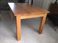 Solid Oak Dining Table in beautiful condition.