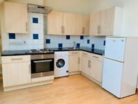 Newly Decorated 2 Bed Flat, 2 en-suites, in Purley Town Centre. DSS WELCOME!