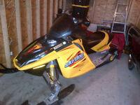 Ski-Doo MXZ 2003 à vendre  $2500  bonne condition