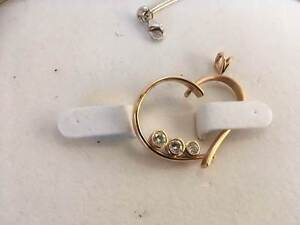 9ct yellow gold pendant with HSI round billiant cut diamonds Belmont Belmont Area Preview