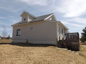 APPROX. 6 MINUTES TO THE CITY!  MLS® #:  02680644