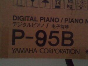 Piano Yamaha, P85, noir, 88 notes avec support et banc