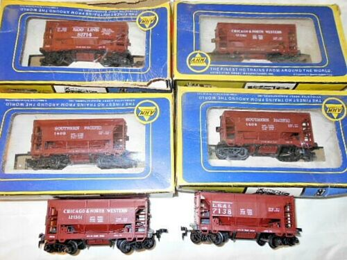 AHM HO Gauge  6 - Ore Cars 2-Southern Pacific, 2-Chicago & No. Western, 1-L.S.&I