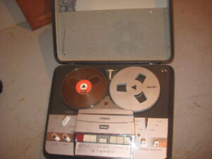 PHILIPS REEL TO REEL, ANTIQUE MACHINE WITH FOUR SPEEDS