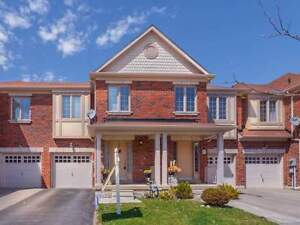3 bedroom beautiful townhouse in Vaughan Kleinburg