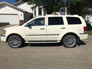 MUST SEE! Fully loaded, low KMs 2009 Chrysler Aspen Limited