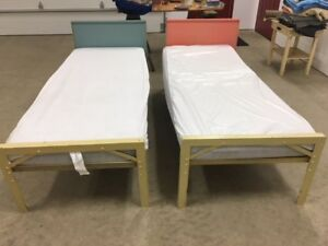 Twin bed with metal frame, foam mattress and mattress cover