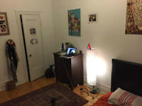 Room to sublet right on Guy Concordia - Chambre à sous louer