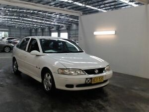 1999 Holden Vectra JS CD White 4 Speed Automatic Hatchback Beresfield Newcastle Area Preview