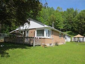 3 Bedroom Home in Bancroft!