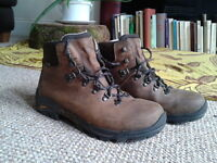 Excellent Quality Walking Boots Hardly Used