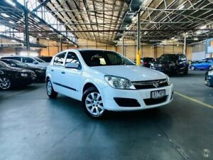 2005 Holden Astra AH MY05 CD White 4 Speed Automatic Hatchback Port Melbourne Port Phillip Preview