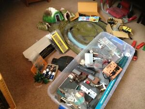 LARGE ASSORTMENT OF HO SCALE TRAIN ACCESSORIES