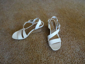"WOMEN""S SANDALS WHITE SIZE 8 1/2 NEW"