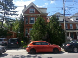 SPACIOUS & BRIGHT 1 BEDROOM APARTMENT - 380-3 Brock St