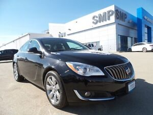 2016 Buick Regal Premium I, AWD, Nav, leather, sunroof, only 16,