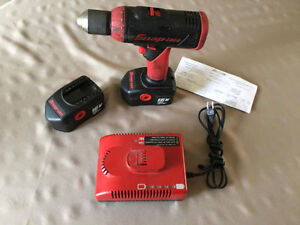 Drill , Perceuse  Snap on 18 volt ion 2 batteries et chargeur