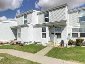 Great Location!! South 1000 Sqft Townhouse