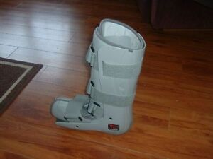 WALKING CAST LIKE NEW USED FOR 1 HOUR, WAS $119.50 NEW