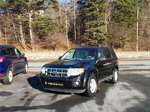 2010 FORD ESCAPE XLT 4WD...LOW KMS FACTORY REMOTE STARTER & MORE