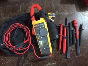 Fluke 376 clamp meter with accessories and case