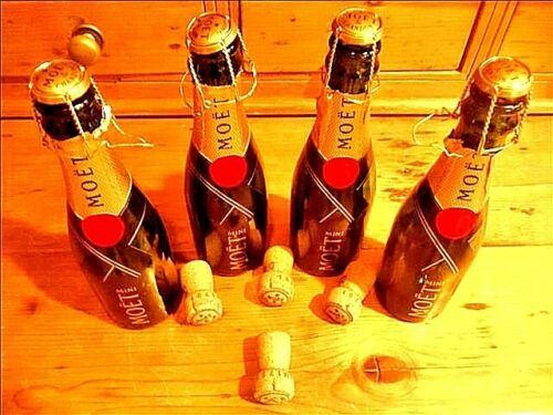 LOT of 4 EMPTY MINI MOET CHAMPAGNE BOTTLES W/CORKS~FREE SHIPPING/TRACKING
