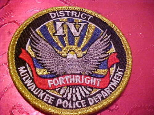 MILWAUKEE WISCONSIN DISTRICE 1V POLICE PATCH SHOULDER SIZE UNUSED 3 X 3
