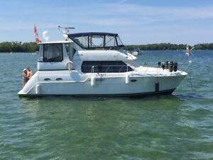Pristine Luxurious Fully Loaded 42 ft Motor Yacht- Like New !!