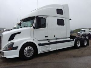Volvo vnl 780 LOW kms, excellent condition, current safety