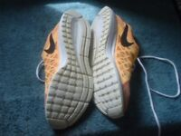 pair of mens Nike peasus trainers size 10 in good condition