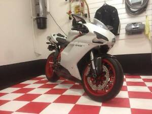 2011 Ducati 848 EVO only 1512 kms 0-60 mph in 3 seconds