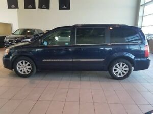 2014 Chrysler Town & Country Touring - B/U Cam, PWR Side Doo