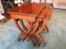 TRADITIONAL DARK YEW NEST OF 3 TABLES - ANTIQUE STYLE