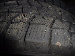 4 pneus d'hiver 205/65/16 Brigestone Blizzak WS80