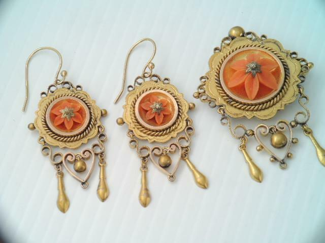 GORGEOUS VICTORIAN SOLID 10K GOLD CARVED COARAL FLOWER PENDANT & EARRING SET