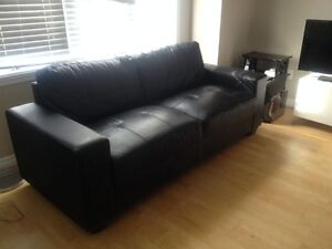 SOFA NOIR COSTA EN SIMILICUIR DE CHEZ BRICK - 350$ West Island Greater Montréal image 2