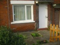 Refurbished 2 bedroom house in LONGROYD TERRACE Leeds to rent in LS11, parking , garden