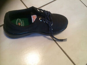 Must Sell - Women Brand New steel plate safety shoes size 7