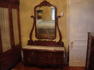 COMMODE À MIROIR ANTIQUE